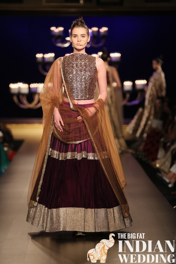 10c6ccab053 Manish Malhotra s lengha and sari collection at India Couture Week  celebrated the many shades of gold. From vintage gold to matte gold to  bright gold
